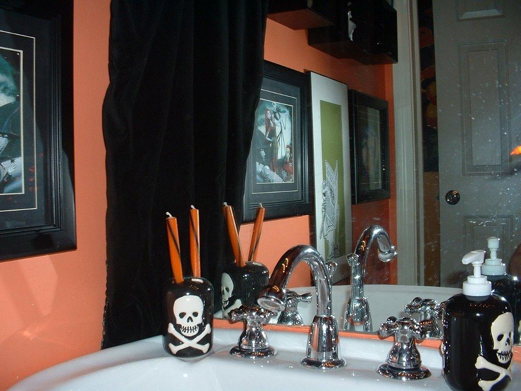 club dread nightmare before christmas bathroom revamped. Black Bedroom Furniture Sets. Home Design Ideas