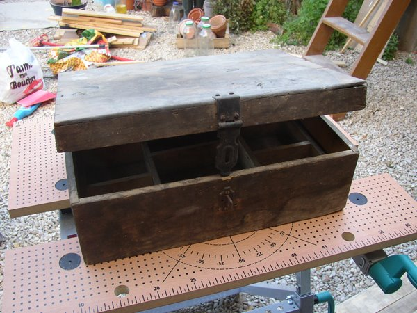 d coplus patine gomme laque restaurer un coffre en bois. Black Bedroom Furniture Sets. Home Design Ideas