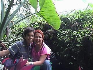 El Iniciado Omar, hijo de la Hakim Aisha y su mama.