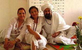 Hakim Aisha con la Mata Ji Fatima y el Sheikh GG::
