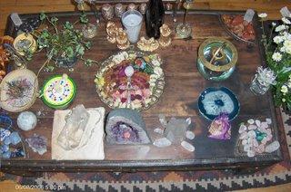Altar con motivo del Estudio del Espiritu de los Cristales.