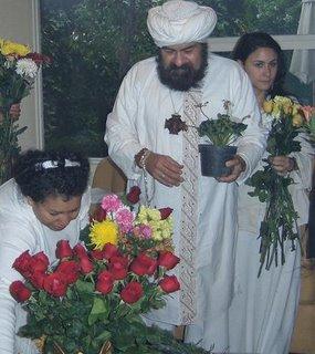 Preparando el altar Devico