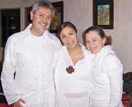 La Mata Ji con la pareja de HAKIMS.