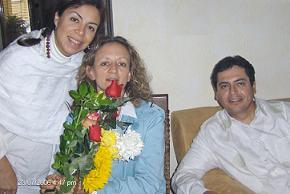 Esposos Hakims en la Consagracion con flores.