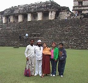 Swami Kwac, el Sheik GG, la Mata Ji Fatima GG::, Hakim Aisha y su hijo Omar en Palenque