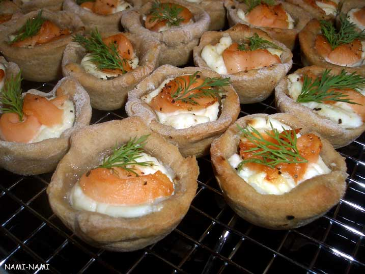 Nami nami a food blog party food salmon canap s for Pastry canape fillings