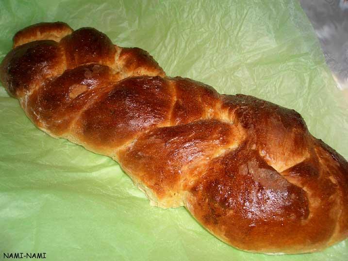 bread tsoureki kreeka lihavõttesai tsoureki makes one large plaited ...