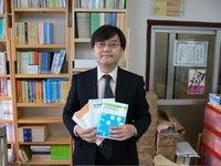 Lingüista cognitivo japonés satisfecho de sus libros, escritos en japonés, basados en teorías cuasiobsoletas que ya nadie toca excepto los japoneses, y que obviamente NUNCA se verán en revistas occidentales de prestigio. Un desperdicio de recursos por pura tozudería y nacionalismo.