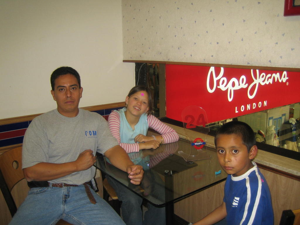 Cristian Daniel 09 01 2005 10 01 2005 # Muebles Wimpy Bogota