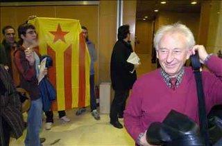 Un grup de maulets van interrompre durant una hora la presentació a Girona de la plataforma Ciutadans de Catalunya, que va anar a cura d'Albert Boadella (a la foto), Francesc de Carreras i Maria Teresa Giménez Barbat