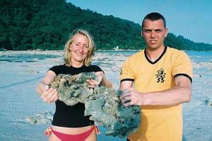 Dutch tourists, Ester Odenhinehen, 20 (left) and Ruis, showing the damaged corals found along the 3km coast of Pantai Teluk Dalam on the eastern side of Pulau Perhentian — Bernamapic