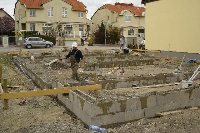unser hausbau 2006 2007 tag 005 schalsteine auf dem streifenfundament. Black Bedroom Furniture Sets. Home Design Ideas
