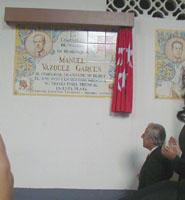Manolo Vázquez tras descubrir un azulejo en su honor en la Monumental de Las Ventas, el 04/06/2000. Foto: Archivo de burladero.com