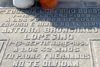 Inscripción en la tumba de Lupe Sino