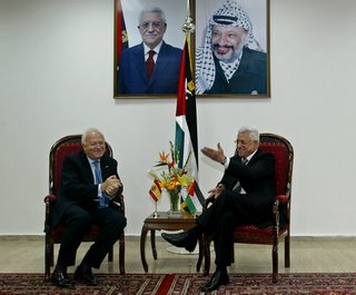 Abbas cumple, Yasser dignifica