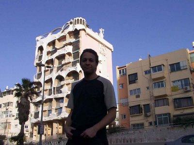 Imitación de Gaudi. (El edificio, no yo)