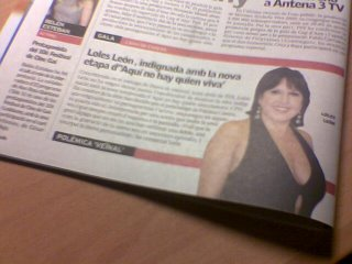 Loles León, mostrando su indignación en la prensa
