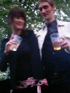Jag och Fia på Popaganda för några år sedan! Bilden är av dålig kvalité för att jag då hade en dålig kamera. Bilden är suddig för att fotografen har druckit för många öl!