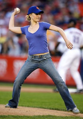 Julia Stiles smuggles raisins into Shea Stadium