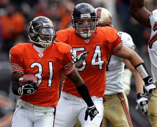 I can't believe Urlacher kept up with Vasher on this return