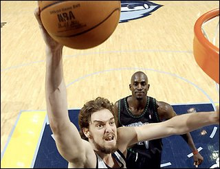 a Pau-erful dunk