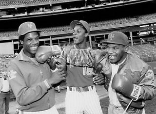 I've seen this photo before, judging from the patch on Gooden's sleeve it must be from 1986 when all three of these guys were on top of the world