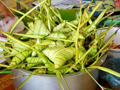 ketupat palas sebagai sajian utama pagi raya..