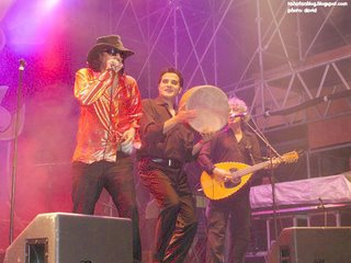 Rachid Taha in Vence 11, with Rachid Belgacem (derbouka) and Hakim Hamadouche (mandolute)