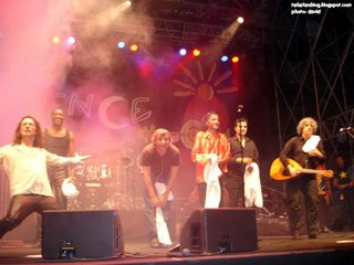 Rachid Taha in Vence, 18: le final. From left to right, Noel, Idriss, Guillaume, Rachid Taha, Rachid B., Hakim