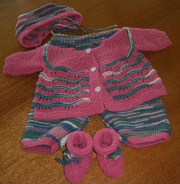 Knitting Patterns With Two Colors : Free Knitting Pattern Baby Booties 8 Ply