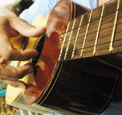 Talento venezolano aquiles torres es un luthier venezolano for Que es un luthier