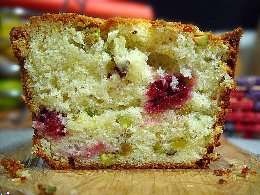 Trembom - English version: Raspberry and pistachio cake
