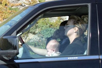 Click for video - Britney Spears drives with Baby on her Lap - News