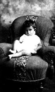 Franz Kafka em 1884 - Com apenas um ano
