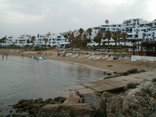 Stranden i Cabo Negro i juli -06. I augusti är stranden KNÖKFULL och om man vill ha plats på stranden gäller det att vara ute tidigt på morgonen