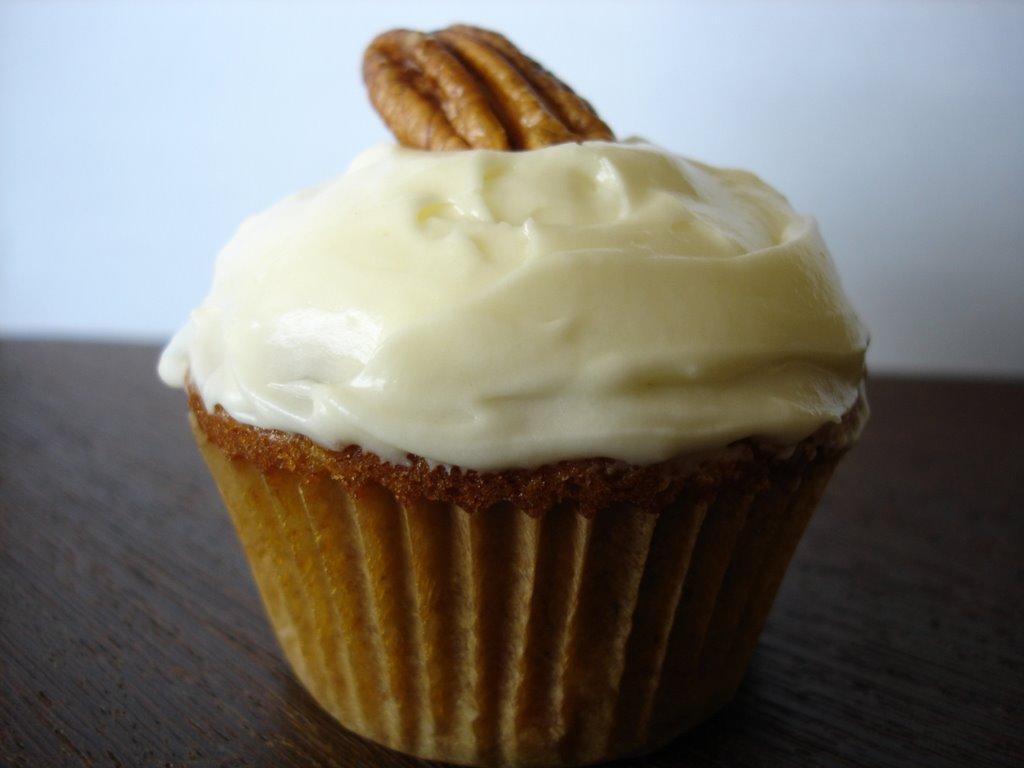 Hummingbird cupcakes from Martha Stewart