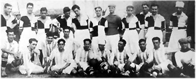 Futbolistas de Recreativo de Huelva y de Titán FC
