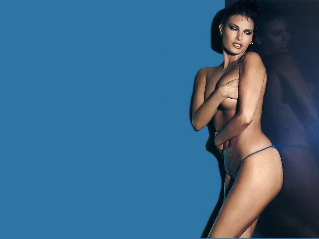 Rachel Weisz desnuda en Belleza Robada 1996 La