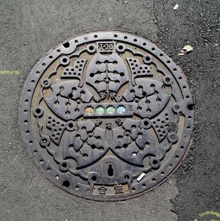 Water supply manhole cover, Minato ward, Tokyo.
