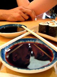 Beso reflejado en sopa