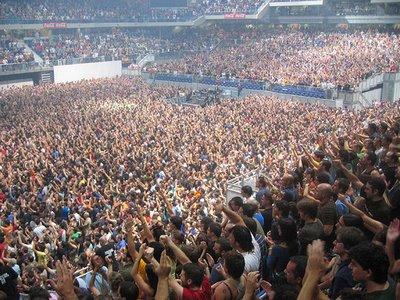 The hands of love for Puerta 7 palacio delos deportes