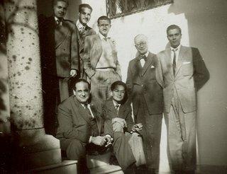 Miguel Maticorena con (de pie) Javier Chessman Jiménez, Fernando de Armas Medina, Richard Konetzke, Francisco Morales Padrón y (sentado) Vicente Rodríguez Casado en Sevilla