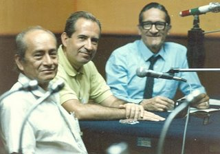 Miguel Maticorena con Rafael Sánchez Mantero, Vice Rector de la Universidad de Sevilla, y Juan Felipe Montoya en Radio nacional del Perú, 16 de diciembre de 1988