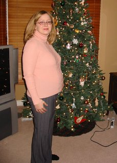 Kat in front of the tree at 21 weeks