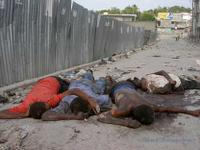 4 hommes abattus par la Police nationale d'Haïti, quartier Bel-Air, Port-au-Prince, 28 oct. 2004