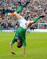 Robbie Keane - caiptín na hÉireann, cabhair na h-óige