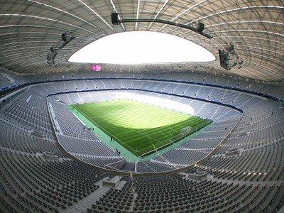 Eaglais an Sacair - Allianz Arena, München, an Ghéarmain