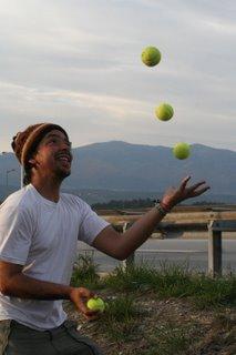 inde en stop Eduardo Marinho Sylvain Andre hitchhiking malabares jongleur jonglerie quatre balles tennis