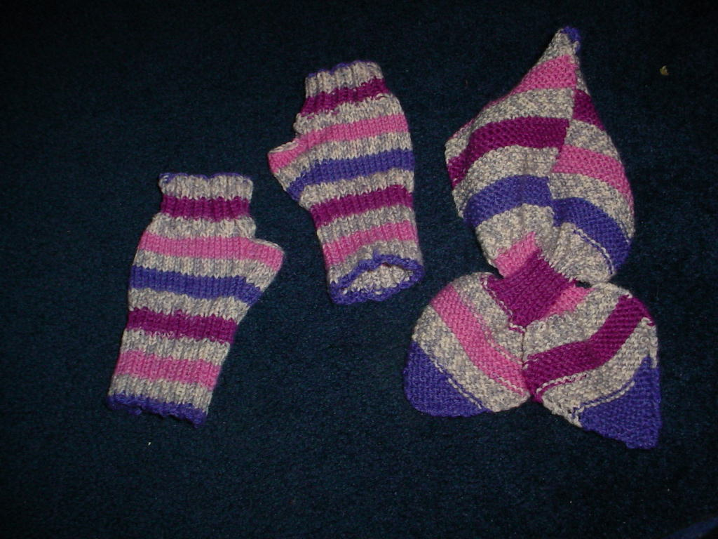 born2knit: Wristers and Bow Knot Scarf