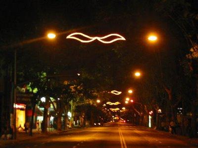 Iluminación navideña en la avenida Caseros
